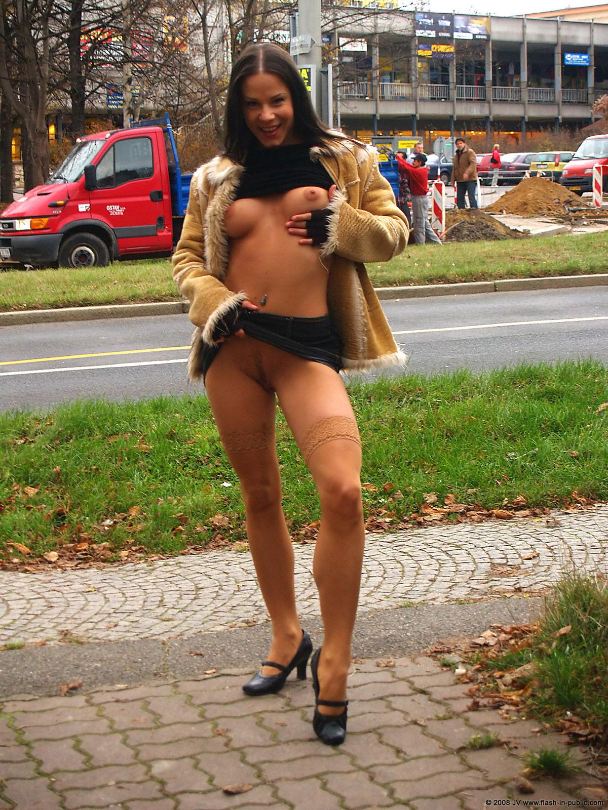 alexandra-g-bottomless-stockings-flash-in-public-16