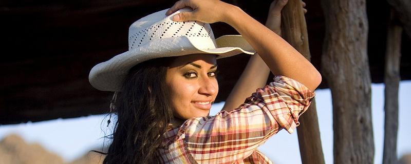 Alexa Loren – Busty cowgirl