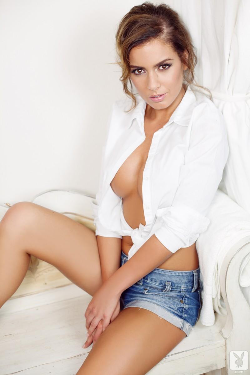 szandra-jeans-shorts-nude-playboy-03