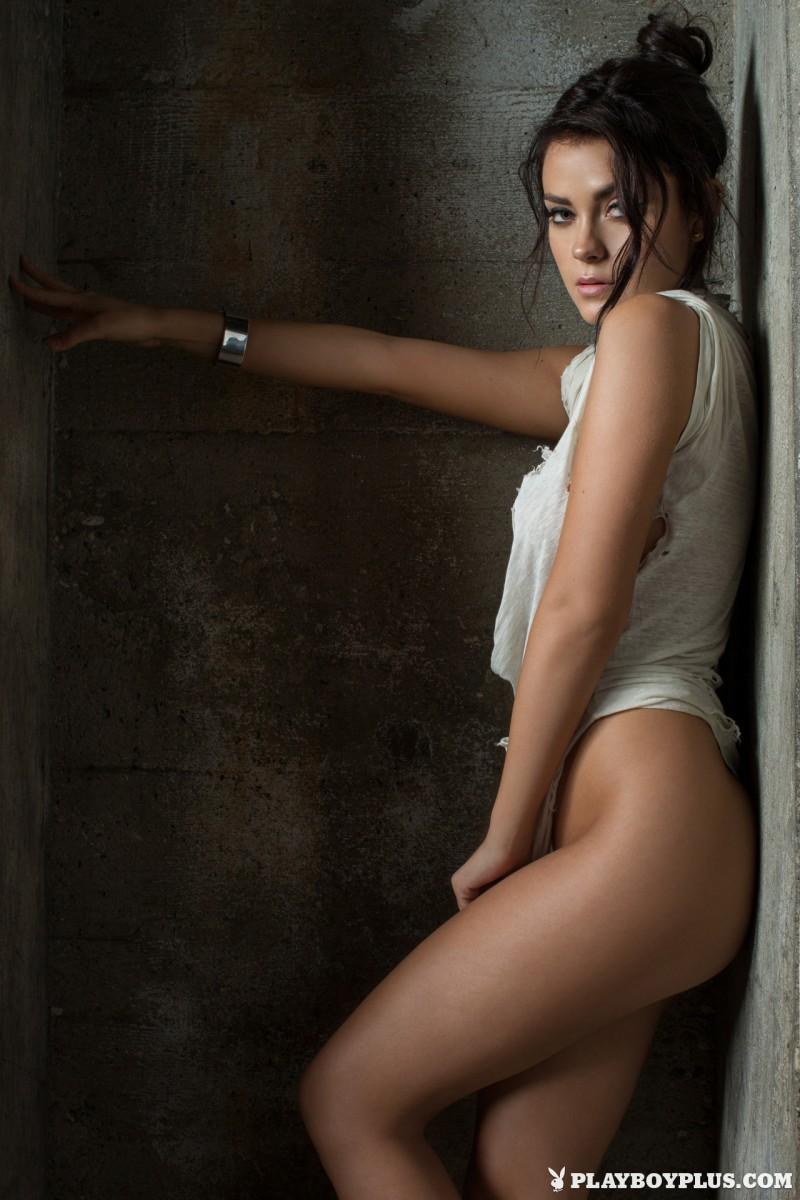 alexandra-tyler-brunette-naked-playboy-04