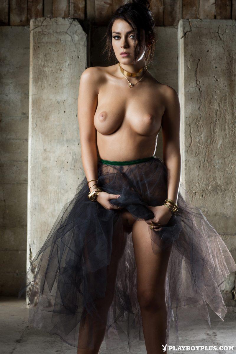 alexandra-tyler-playmate-april-2015-playboy-09