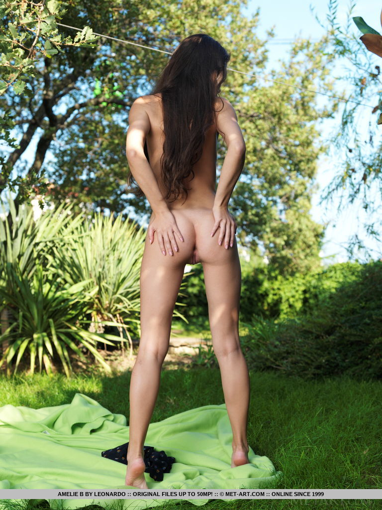 amelie-b-garden-lawn-nude-metart-13