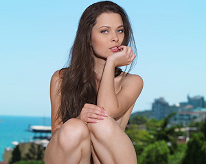 amelie-b-windowsill-nude-metart