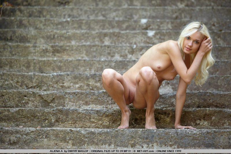 aljena-a-outdoor-skinny-nude-metart-12