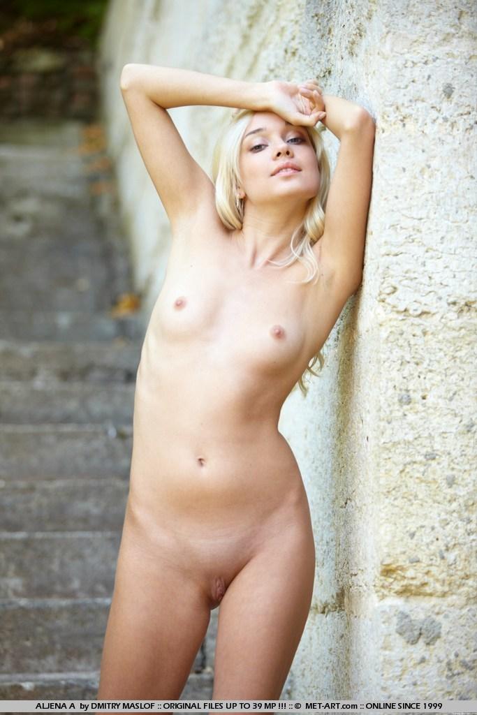 aljena-a-outdoor-skinny-nude-metart-18
