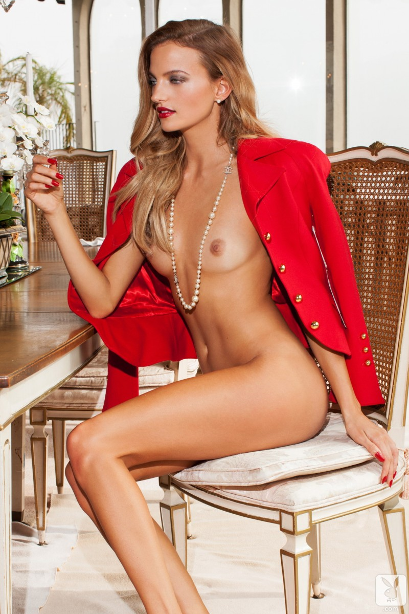 amanda-booth-blonde-nude-playboy-09