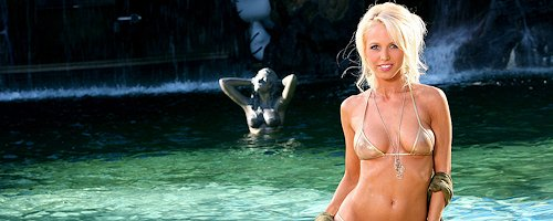Amanda Parker in bikini