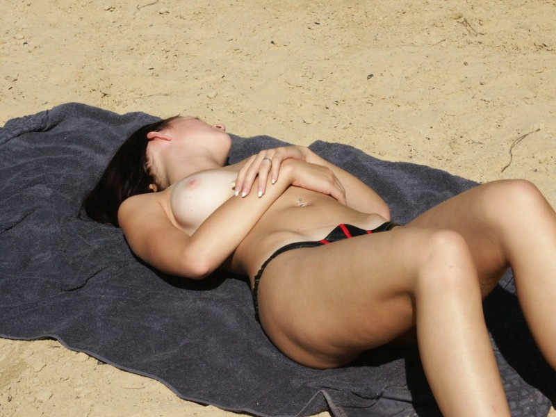 amateur-girl-nude-by-the-lake-26