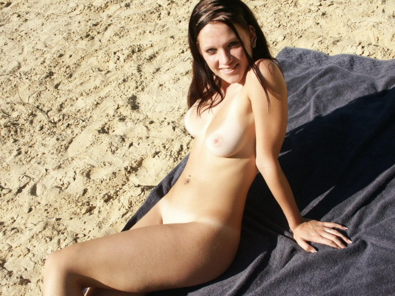 amateur-girl-nude-by-the-lake-53