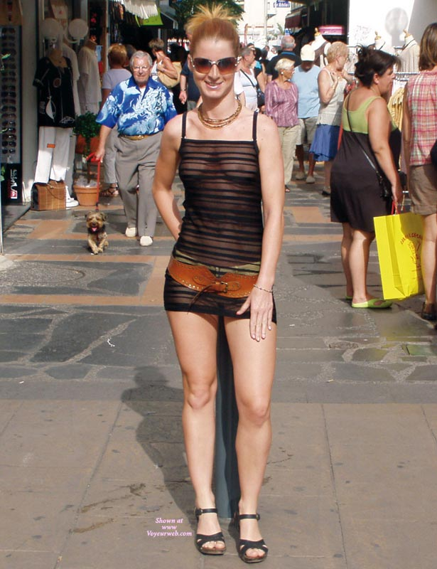 amateur-redhead-nude-in-public-04