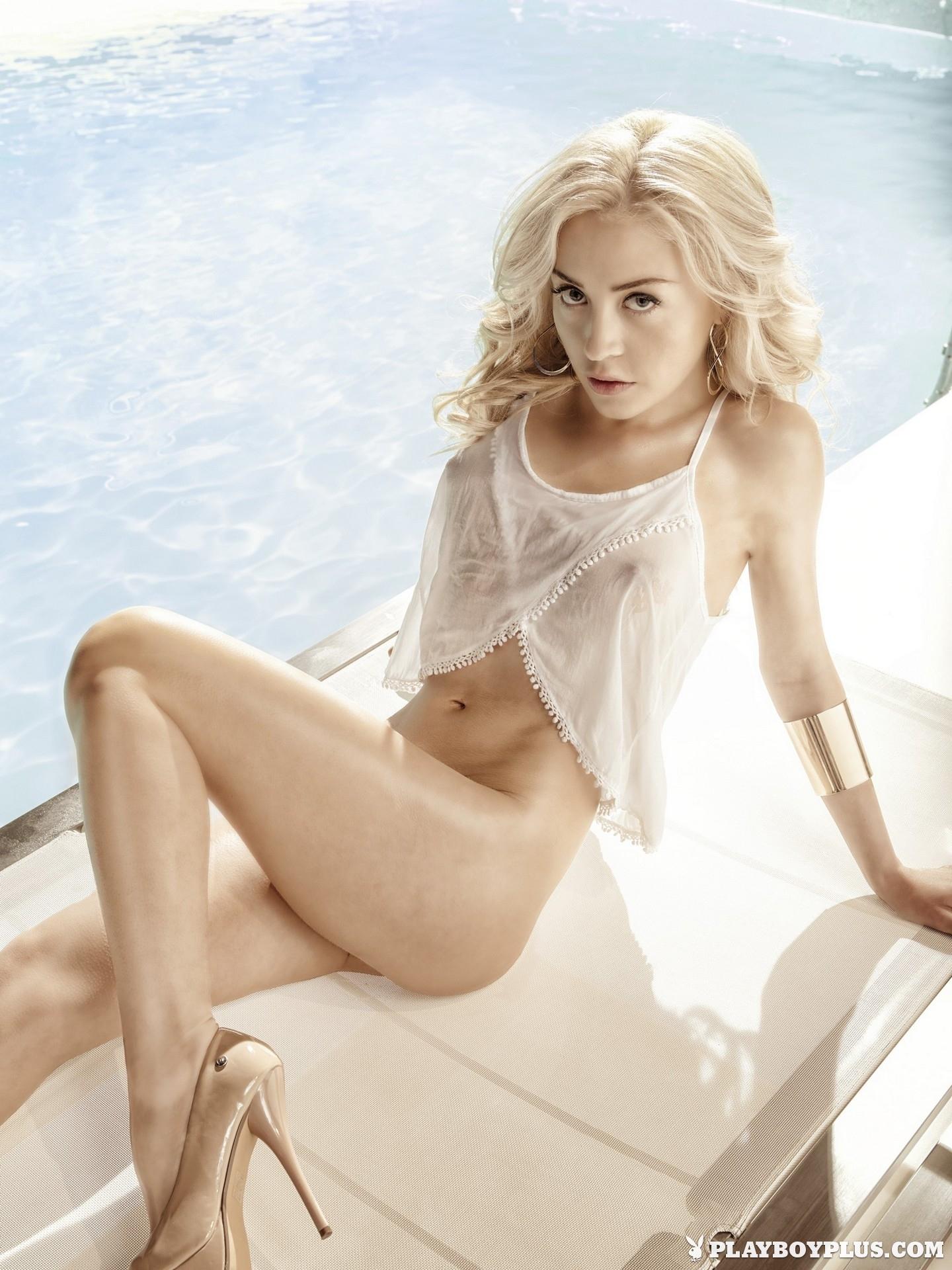 amber-bassick-blonde-nude-underwater-playboy-02