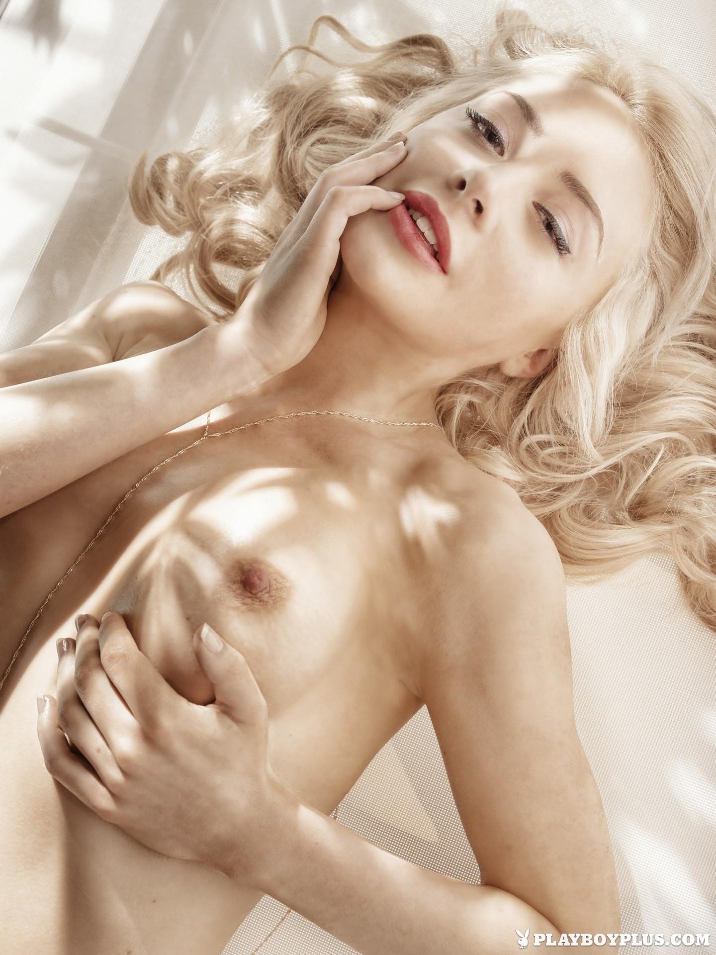 amber-bassick-blonde-nude-underwater-playboy-05