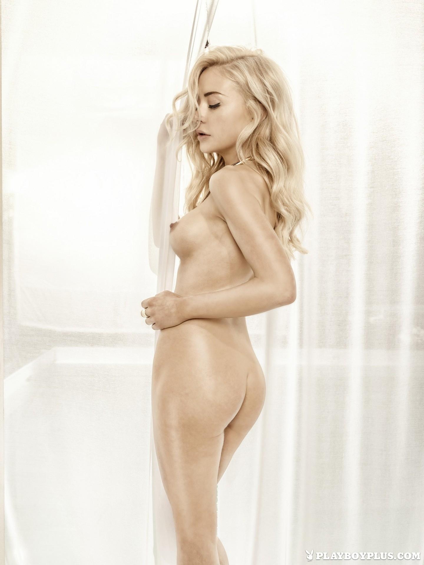 amber-bassick-blonde-nude-underwater-playboy-07
