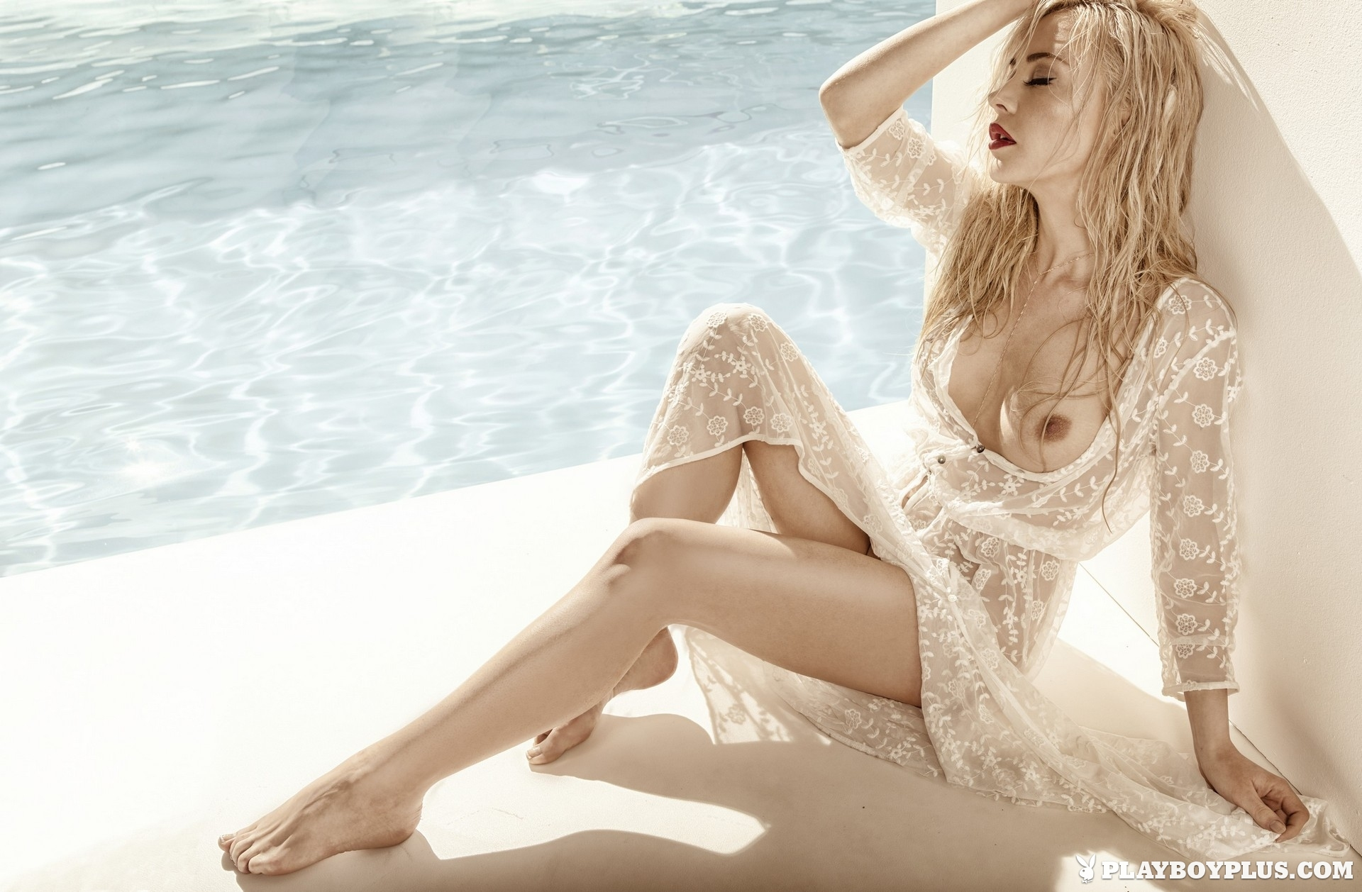 amber-bassick-blonde-nude-underwater-playboy-10