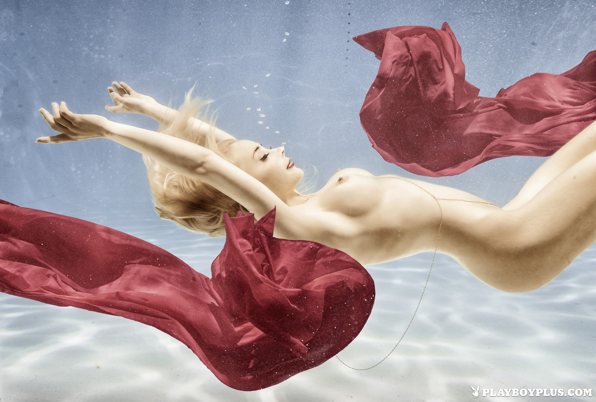 amber-bassick-blonde-nude-underwater-playboy-13
