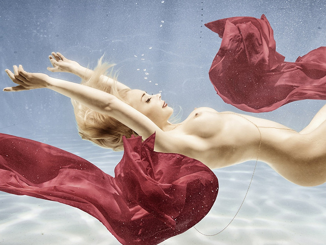 amber-bassick-blonde-nude-underwater-playboy