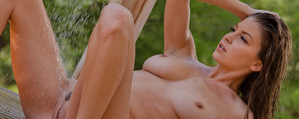Amber Sym – Outdoor shower