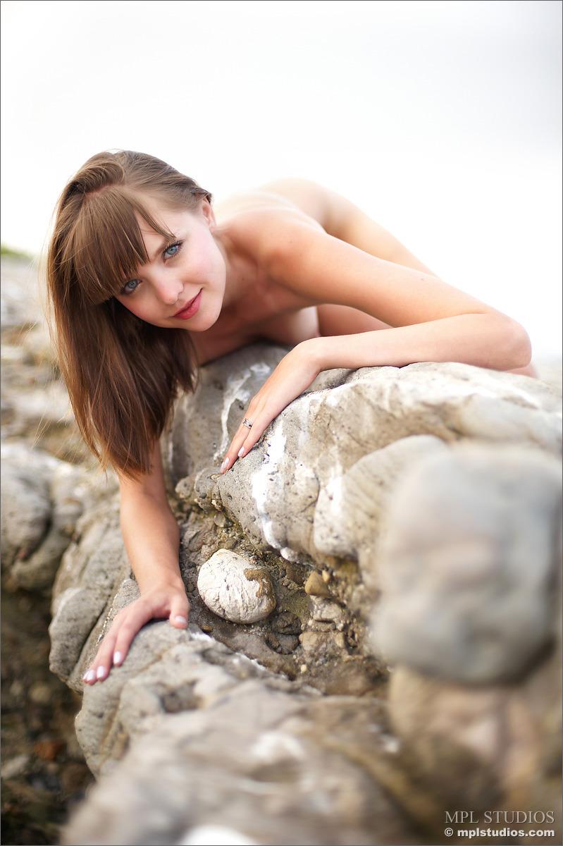 amelie-rocky-shore-mplstudios-08