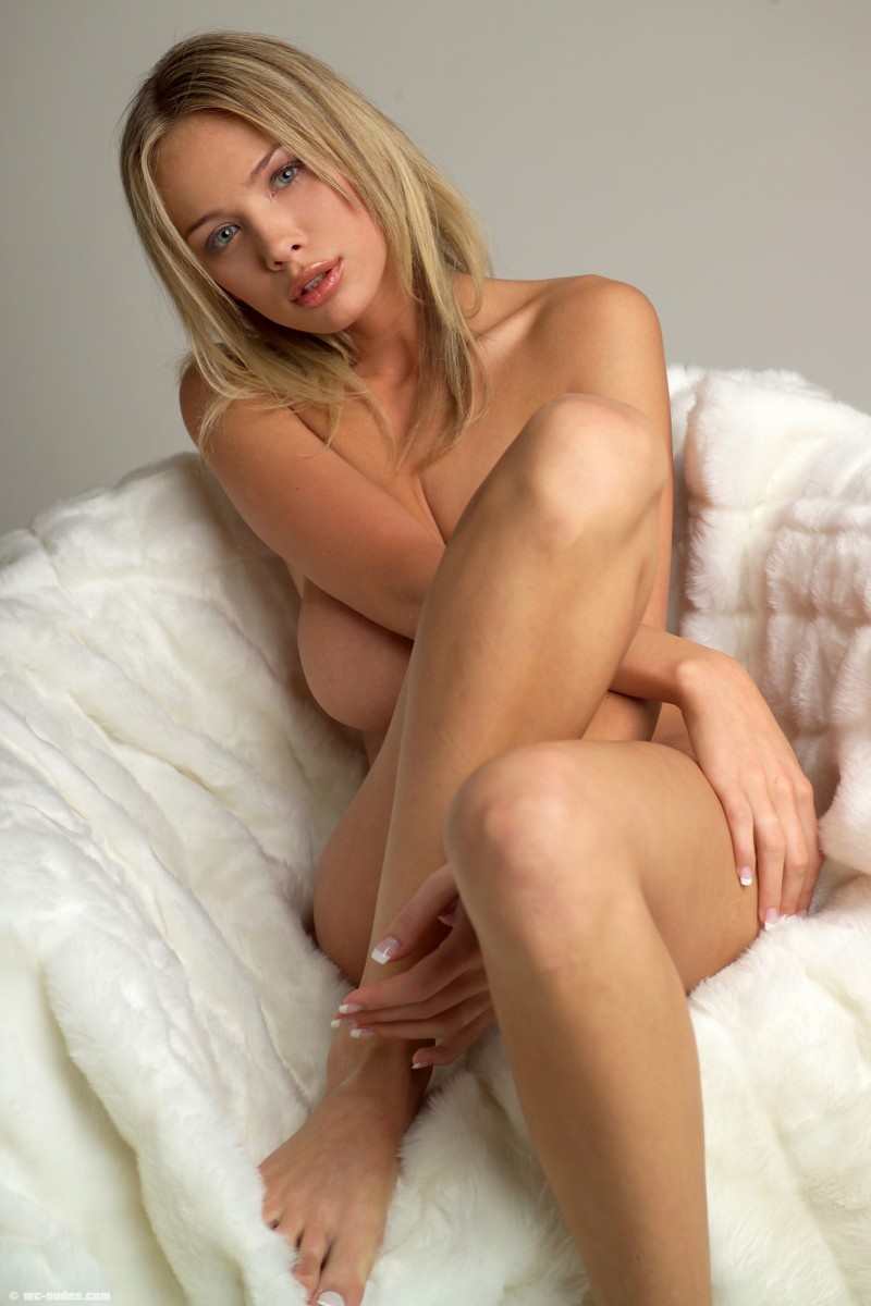 Amanda peet nude the whole nine yards - 1 part 9