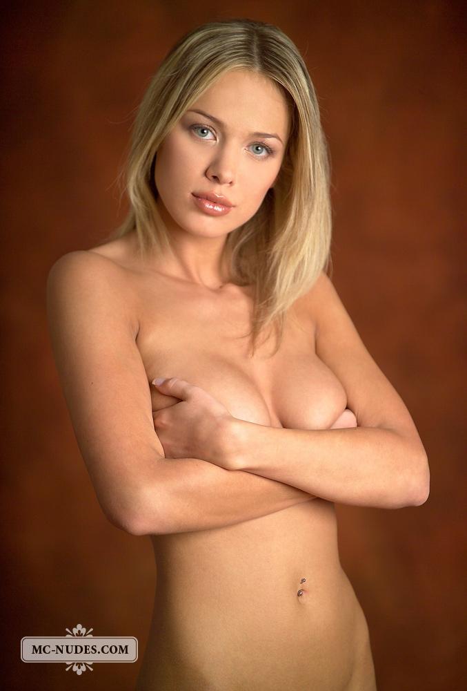 anastasia-blonde-completely-naked-mcnudes-02
