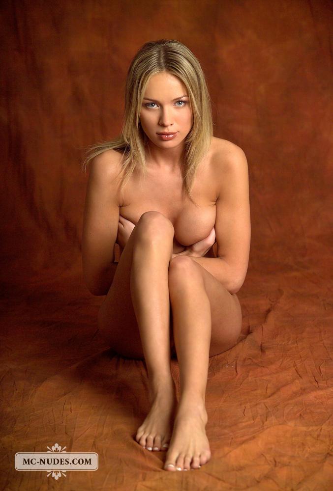 anastasia-blonde-completely-naked-mcnudes-08