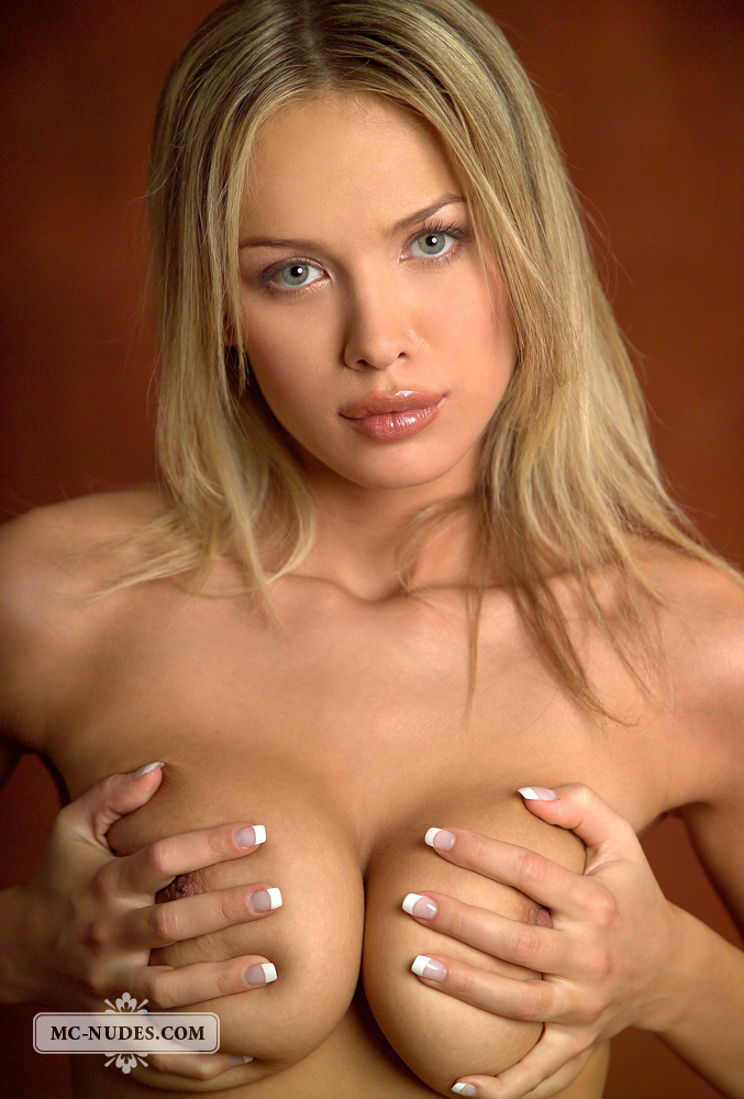 anastasia-blonde-completely-naked-mcnudes-09