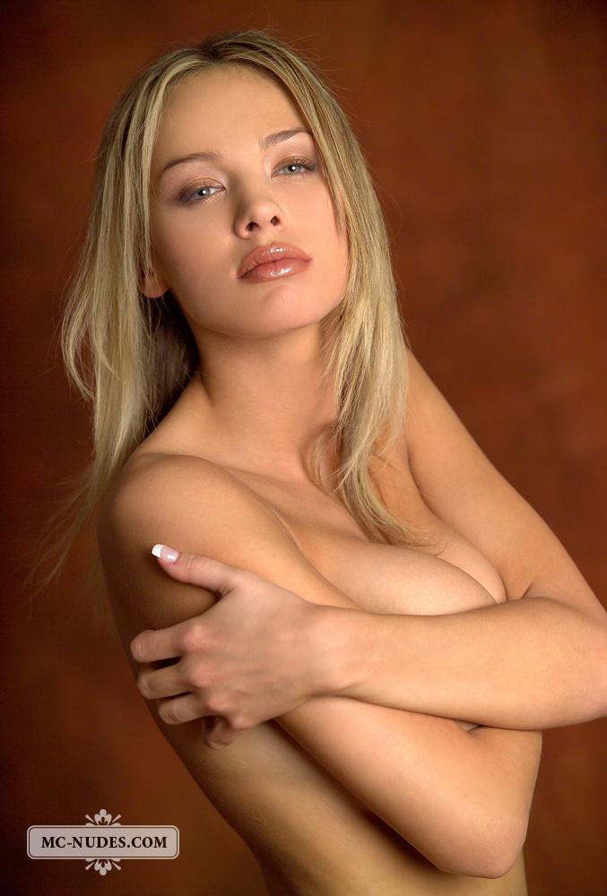 anastasia-blonde-completely-naked-mcnudes-10