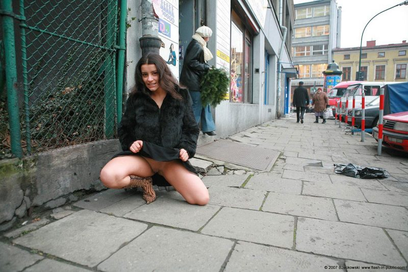 angela-s-cracow-nude-in-public-07