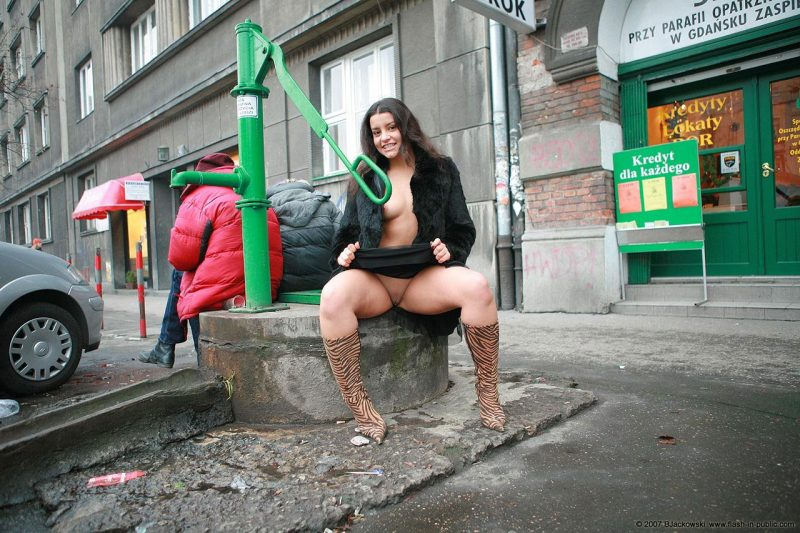 angela-s-cracow-nude-in-public-10