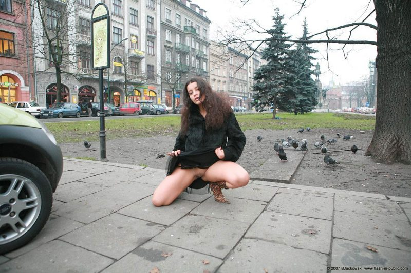 angela-s-cracow-nude-in-public-12