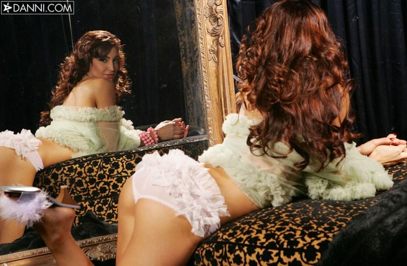 angela-taylor-mirror-danni-06