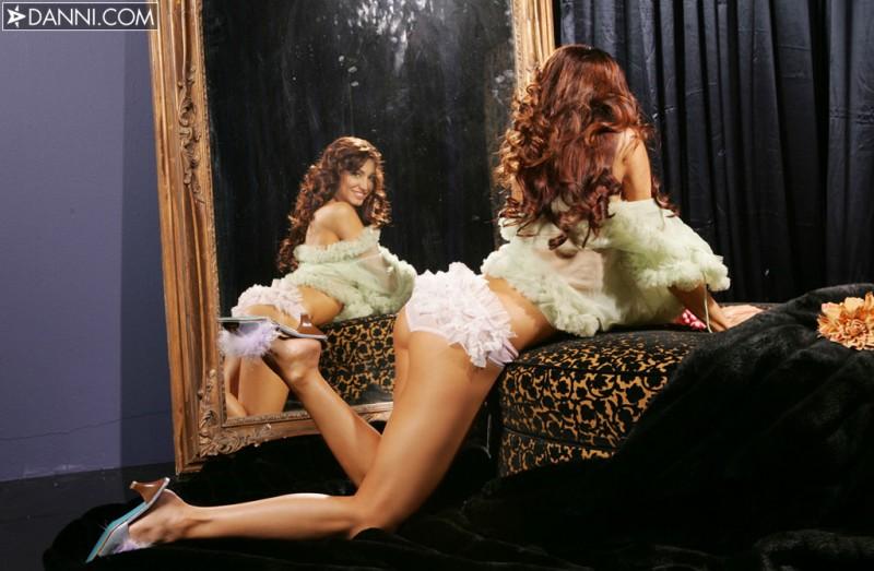 angela-taylor-mirror-danni-07