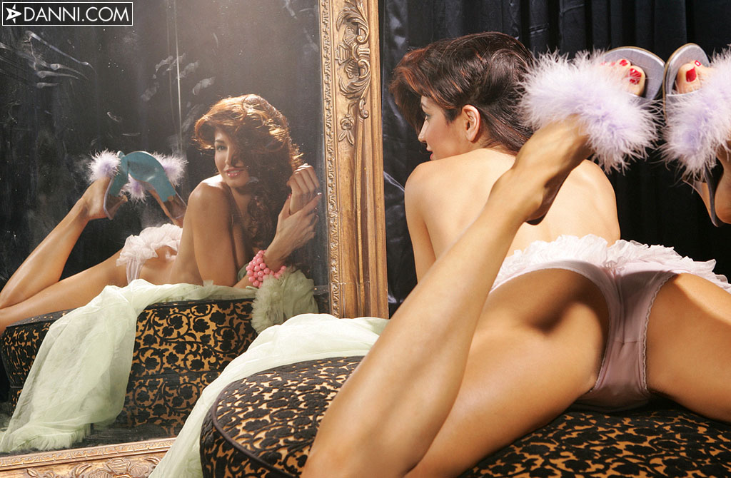 angela-taylor-mirror-danni-39