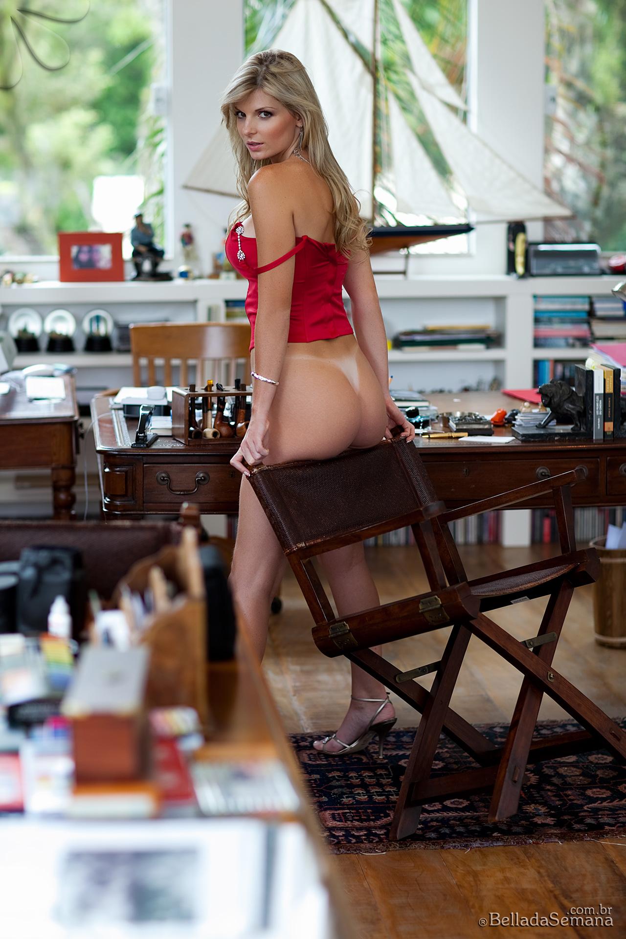 angelica-woicichoski-tan-lines-blonde-brazilian-bella-da-semana-10