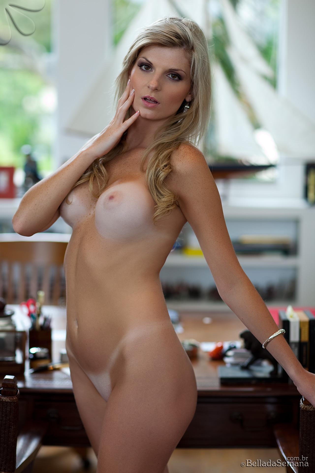 angelica-woicichoski-tan-lines-blonde-brazilian-bella-da-semana-17