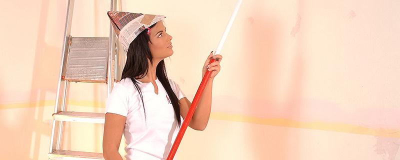 Black Angelika painting her room
