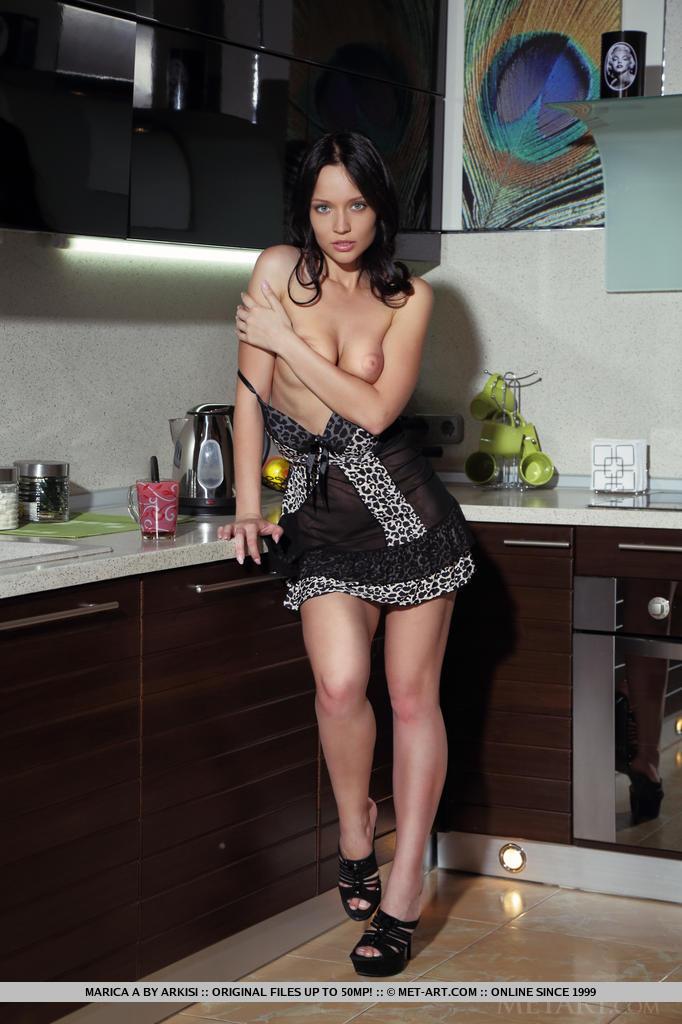 marica-a-brunette-kitchen-nude-metart-06