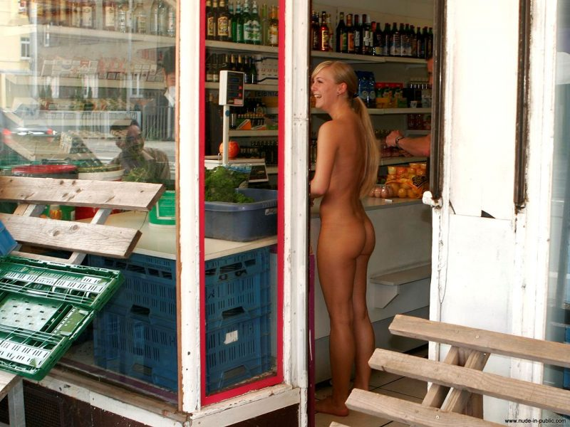 anika-h-blonde-nude-in-public-10