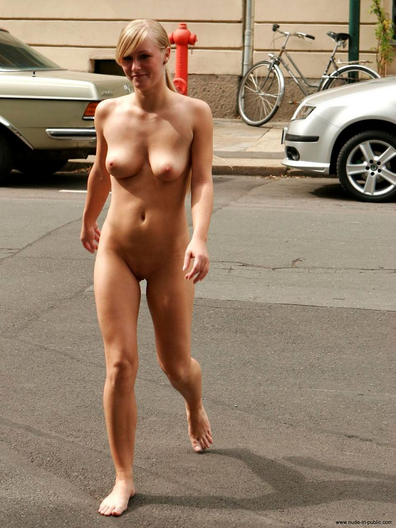 anika-h-blonde-nude-in-public-14