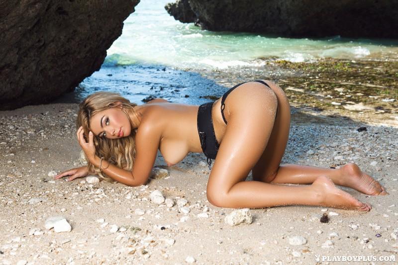 anika-shay-seaside-nude-beach-playboy-09