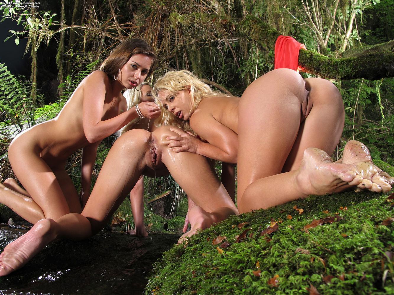 Смуглые попки голых девушек 25 фотография