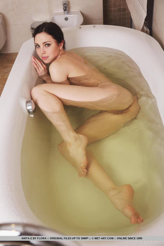 Bathroom hansica nude bathing videos 7