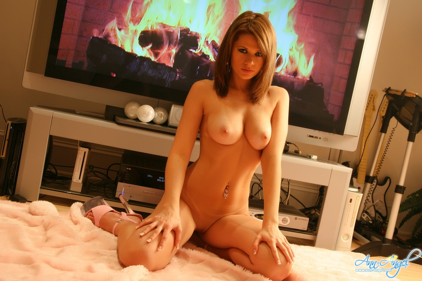 ann-angel-fireplace-in-television-nude-29