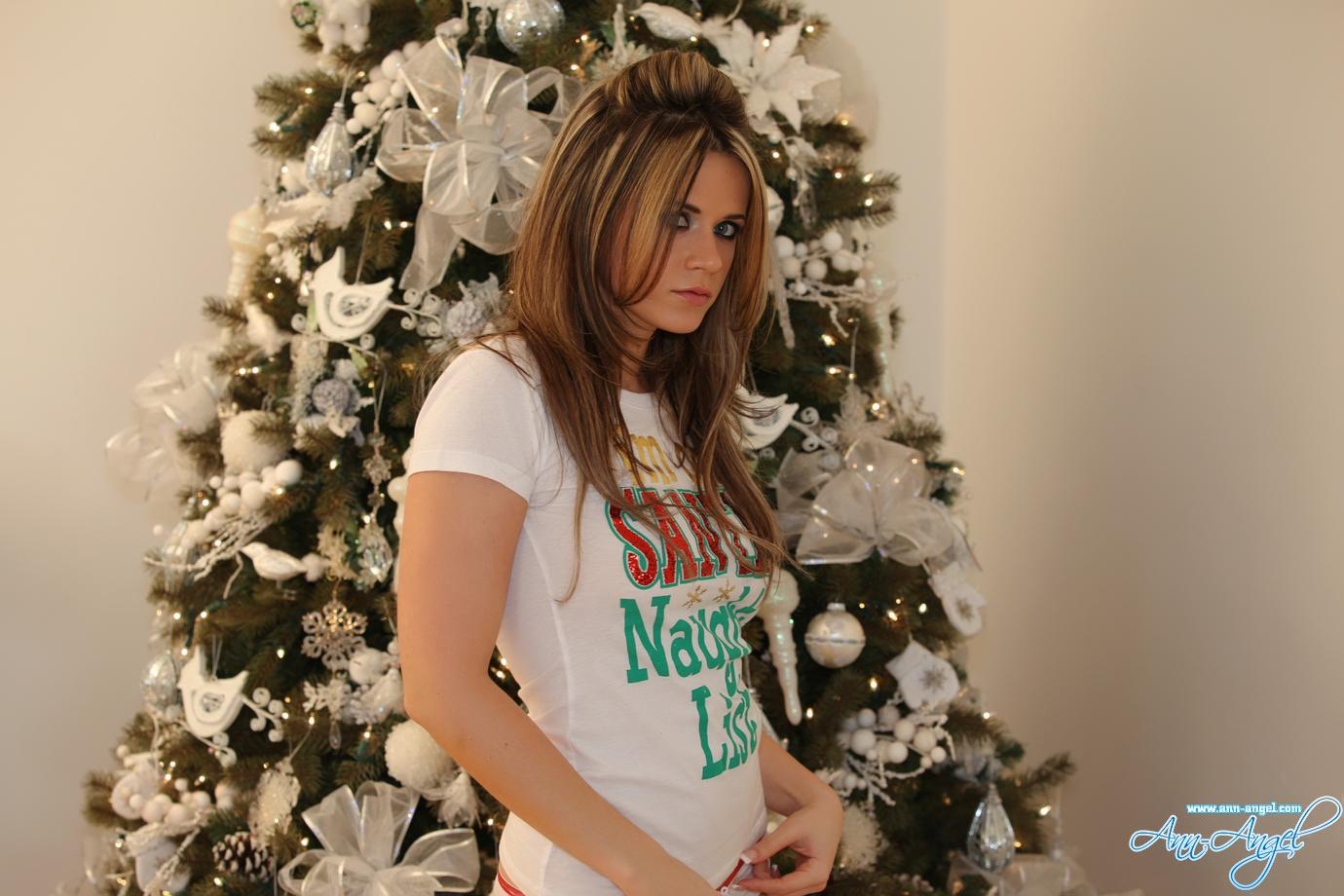 ann-angel-xmas-nude-blode-christmas-tree-01