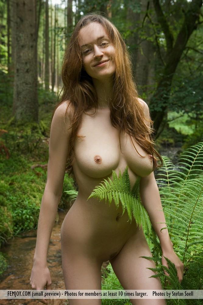 anna-leah-forest-femjoy-03