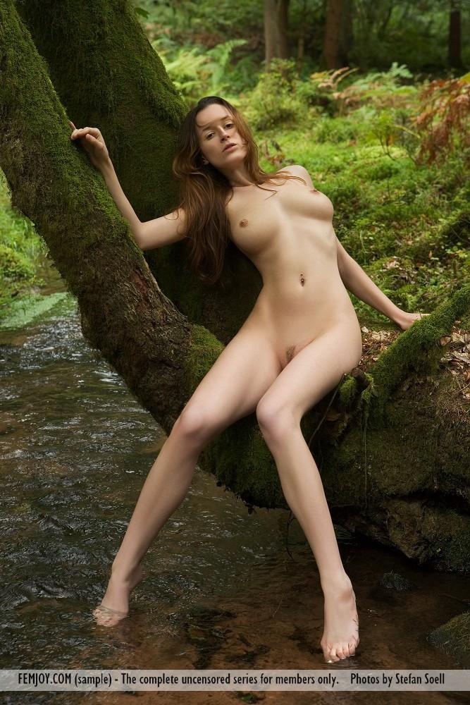 anna-leah-forest-femjoy-04