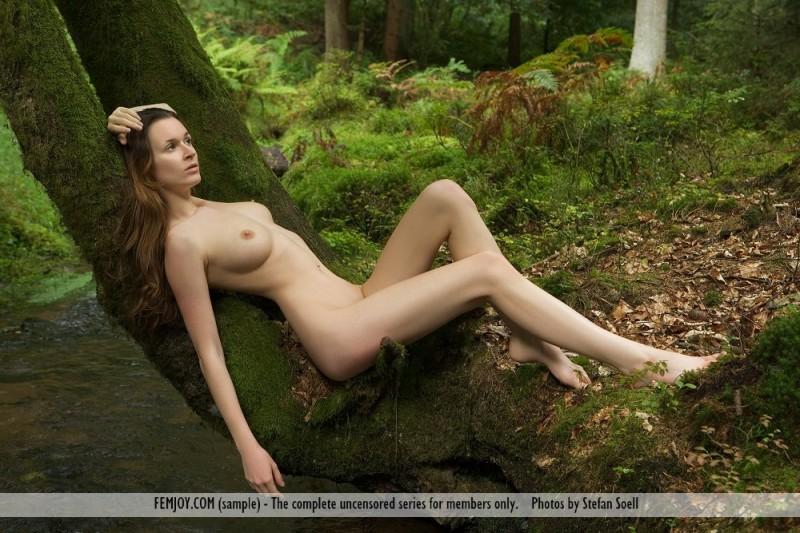 anna-leah-forest-femjoy-06