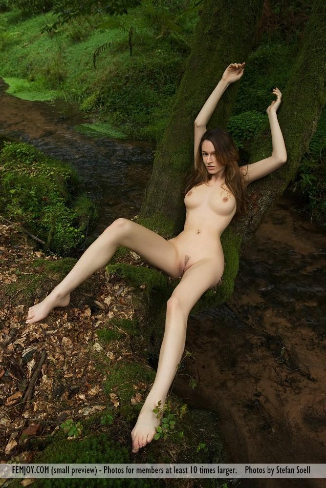 anna-leah-forest-femjoy-07