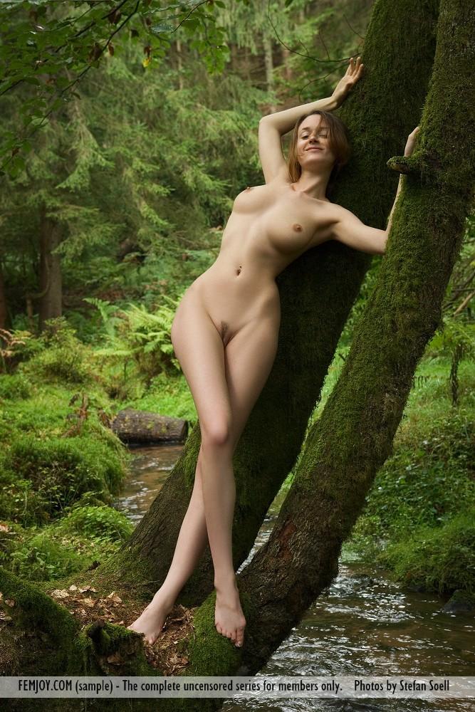 anna-leah-forest-femjoy-08