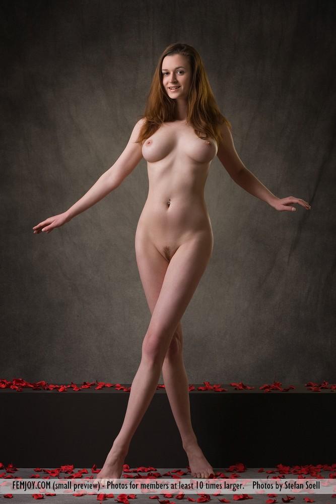 anna-leah-petals-of-roses-femjoy-01